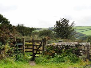 An enticing kissing gate